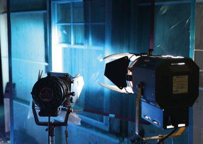 deep-dark-movie-behind-the-scenes-atmosphere-lighting-on-sound-stage