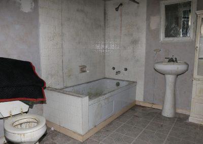 deep-dark-movie-behind-the-scenes-bathroom-setup